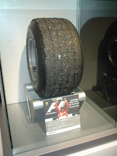 ブリヂストン 使用済タイヤ